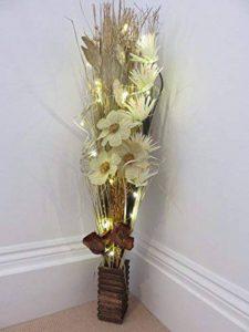 Lien produits: vases en bois avec fleurs artificielles & herbes et lumières LED, Cream & gold, 100 cm de la marque Link image 0 produit
