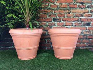 Lot de 2grandes jardinières rondes - Effet terre cuite - Diamètre: 55cm - Hauteur: 49cm de la marque Victorian Garden & Lighting Company image 0 produit