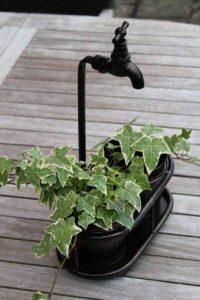 Support de plante métallique double à poser avec robinet décoratif, finition cuivre ancien de la marque Olive Grove image 0 produit